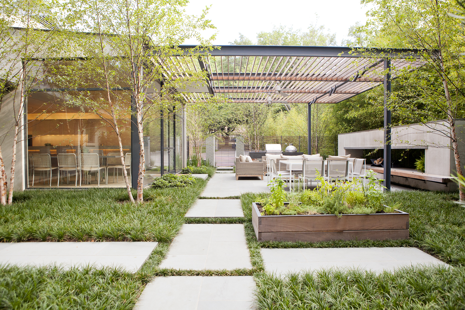How to create a contemporary indoor outdoor living space portland modern homes - Idee terrasse ...
