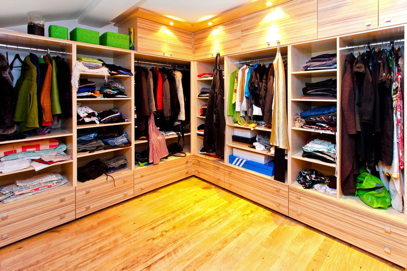How to Maximize Space in a Small Closet